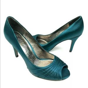 Adrianna Papell Farrel Satin Green Heels Shoes 7.5